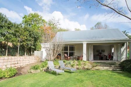 Tranquil garden cottage - Cape Town