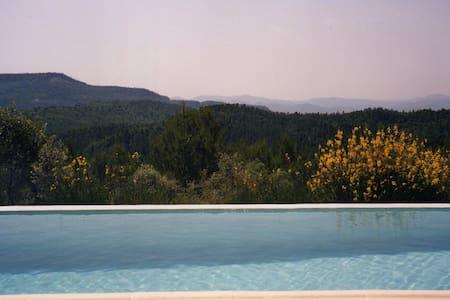 Maison en pleine nature, piscine privée, calme,Var - Callas