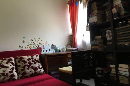 Esfand's Library Room - Beji - Casa
