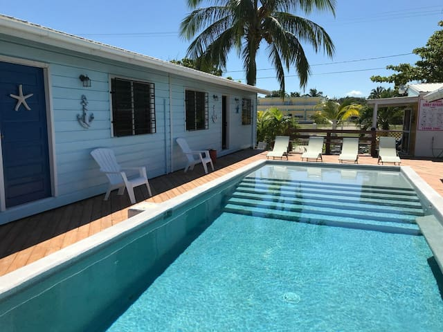 Cozy 2 BDR cabana with pool and A/C - Starfish