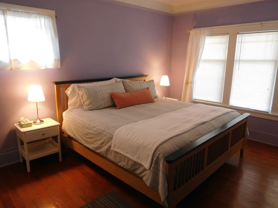 the moonlight guest house guest suites for rent in seattle washington united states. Black Bedroom Furniture Sets. Home Design Ideas