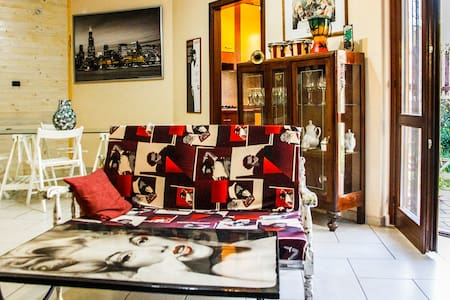 """VINTAGE HOUSE""- BILOCALE CON  SPLENDIDO GIARDINO - Bed & Breakfast"