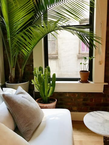 comfortable couch area & very new yorky views