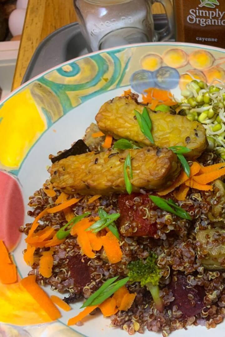 BBQ tempeh, quinoa, local veg salad!