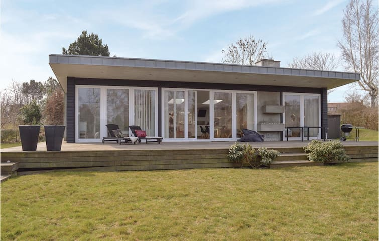Holiday cottage with 3 bedrooms on 110m² in Gilleleje