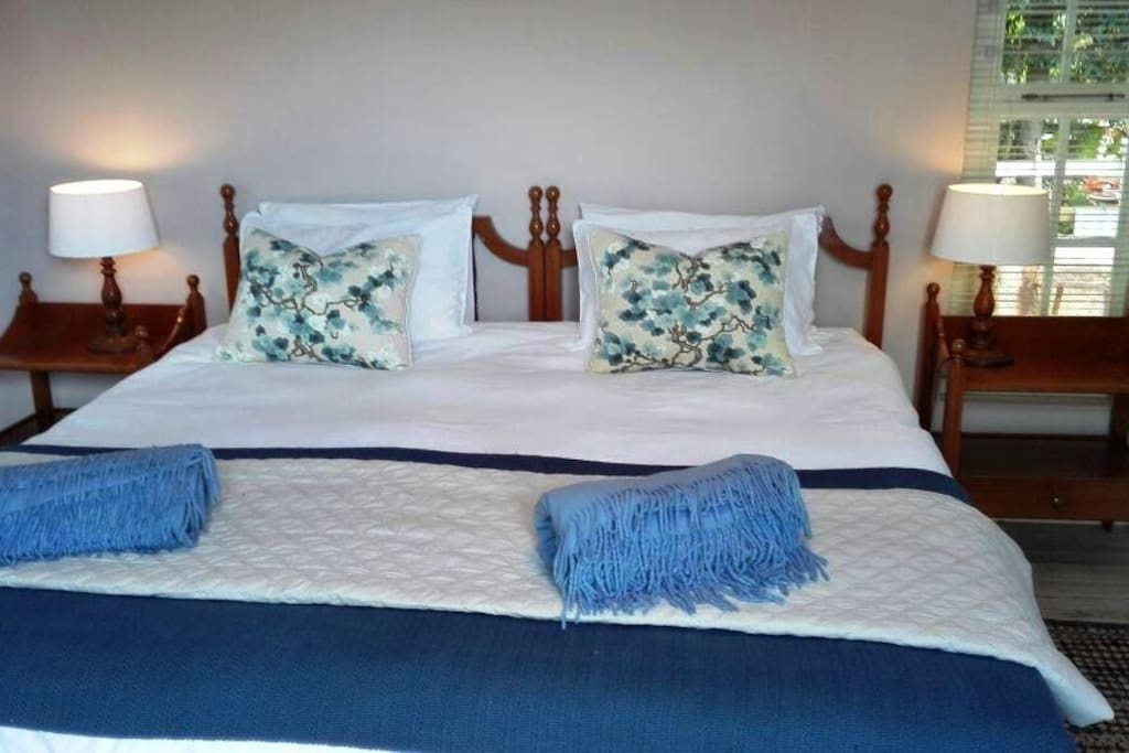 King or two single beds available.