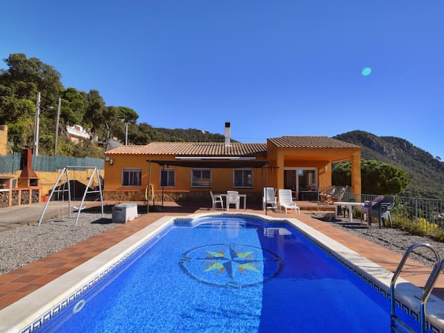 VILLA SUNSET, WITH PRIVATE POOL, AND FANTASTIC VIEW TO THE VALLEY