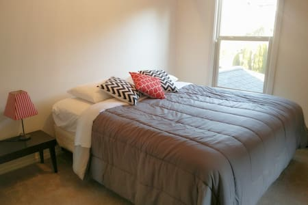 Lakeview Home, Near Seattle and Bellevue (Room 1) - Mercer Island