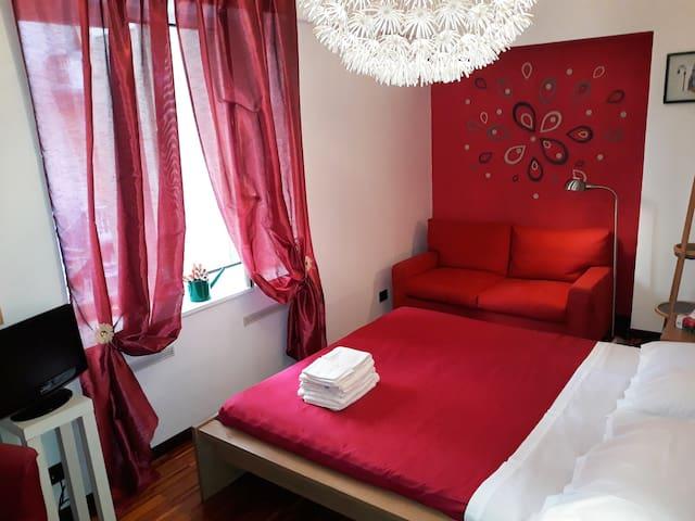 Genova Centro, Alloggio per 2 (bagno, tv e wifi)