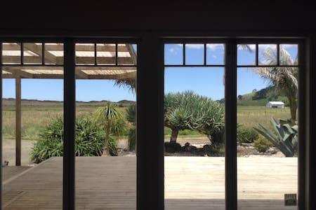 The Good Earth Beach House - Whenuakite
