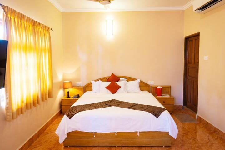 HIdden Gem Room With Pool Near Anjuna Beach ACR