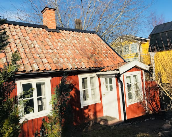 Cosy cottage in  Drottningholm, up to 6 guests