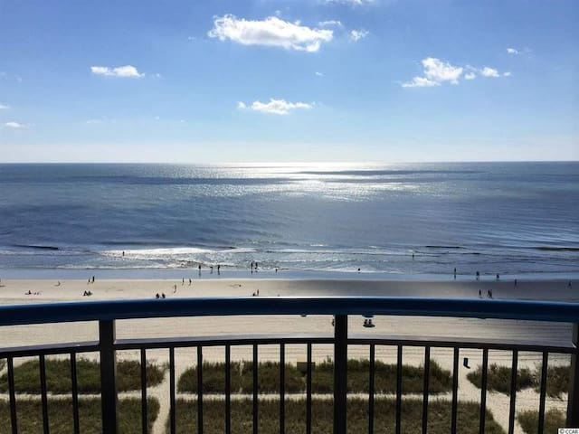 Life is better on the Beach! Remodeled Suite