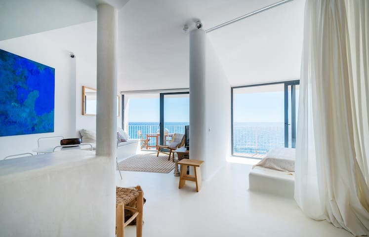 Spectacular views of design flat over the sea