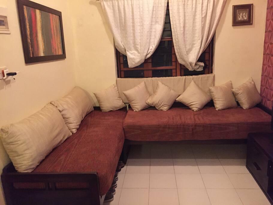 Living area (2 single beds)