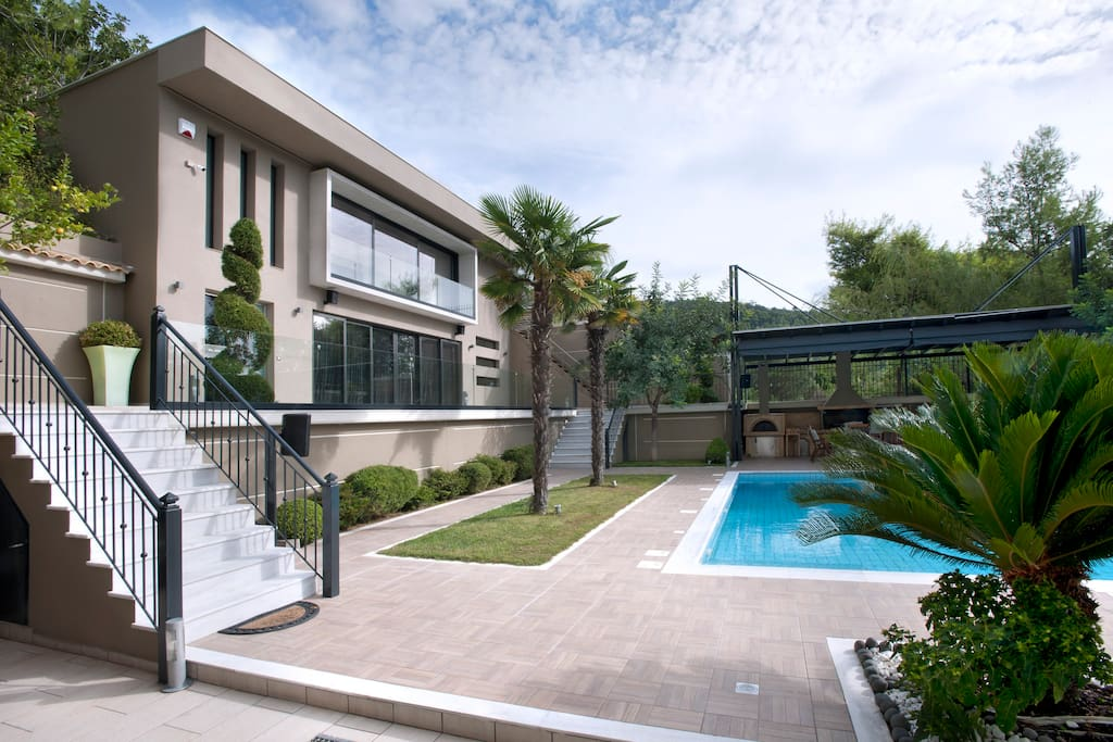 Η πρόσβαση στην ιδιωτική πισίνα και στο βάθος... pool BBQ