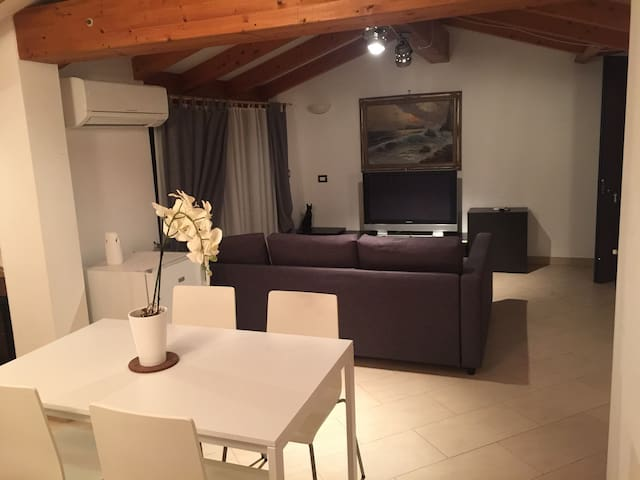 Cozy Loft in Rome 15 minutes to Downtown - โรม