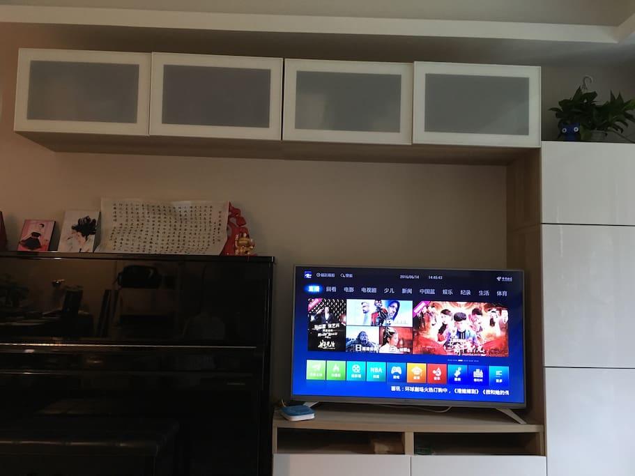 Living Room(piano/Tv)