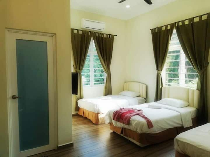 Nature Vegetarian Guest House, triple sharing room