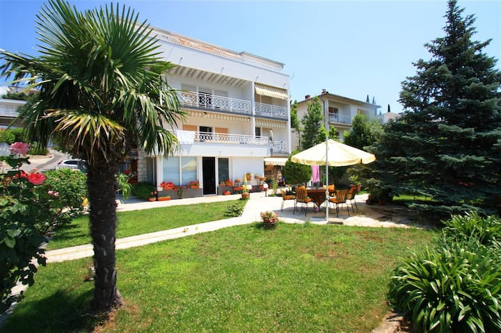 Apartment for up to 4 people, 150m to the beach(2)
