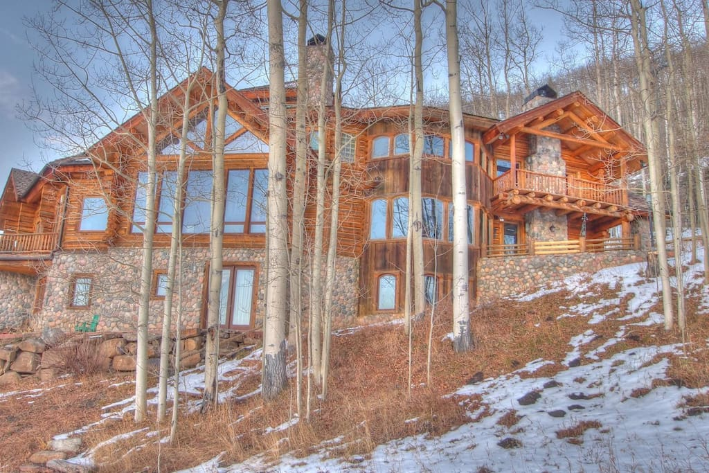 From the slopes below - You ski in and out to the right of this photo which is level with the main hot tub deck.  Ski right onto and off of the deck.