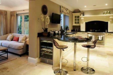 5 bedroom house beside Phoenix park - Castleknock - House