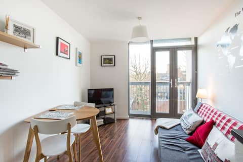 Modern 1 bed apartment, close to city centre.