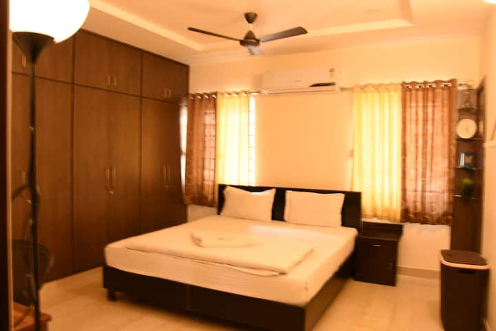 101 Room in 3 BHK Currency Nagar