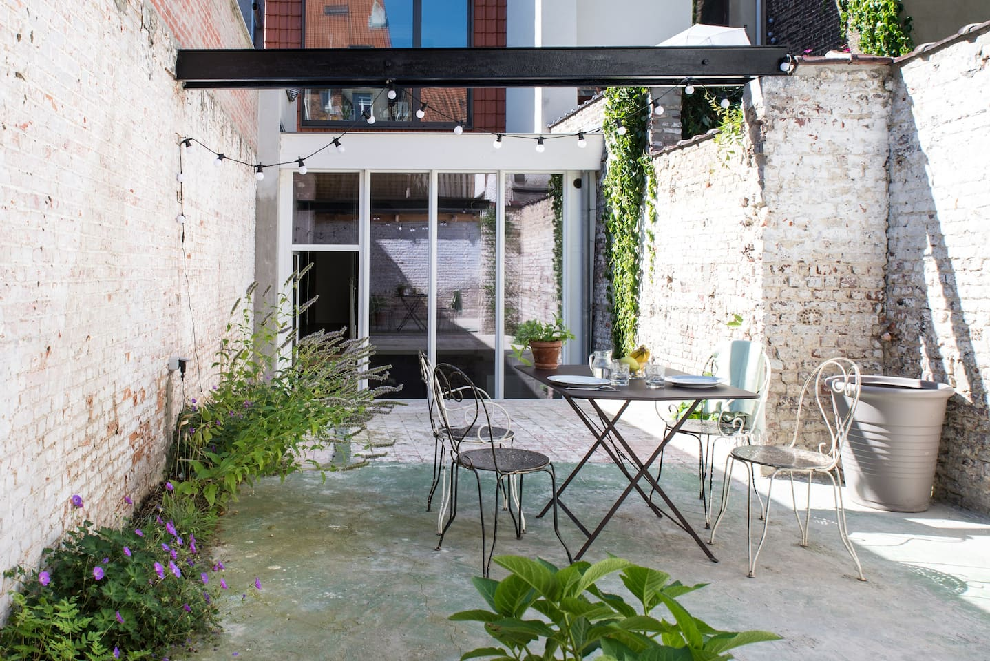 Private courtyard in the heart of Brussels