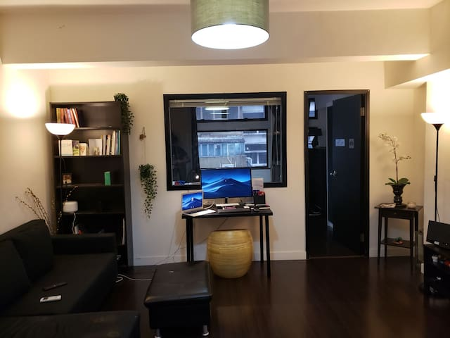 Central, Sheung wan Large Flat
