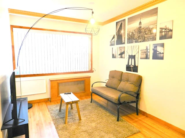 Newly renovated & spacious Woodside room