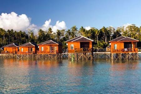 HEART OF MARATUA LUXURY WATER VILLA NON DIVER