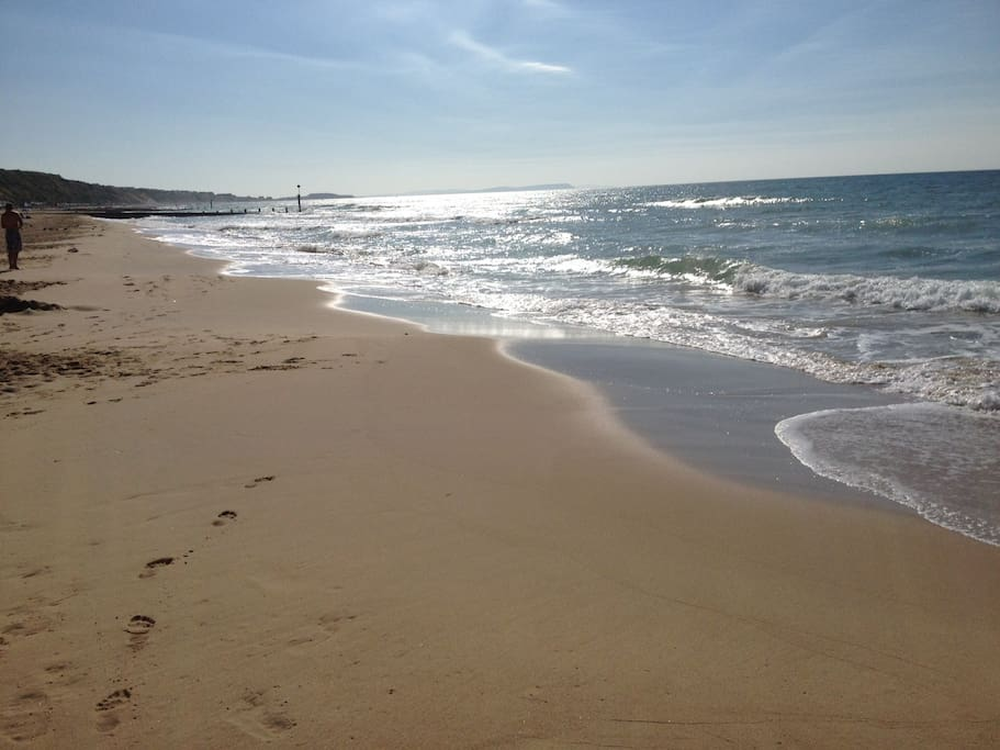 Beautiful Boscombe Beach- 5 mins walk from Boscombe Reef Retreat