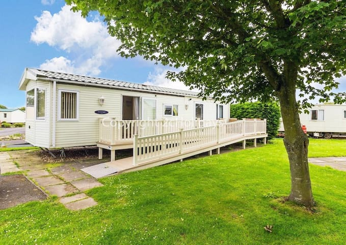 Wheelchair adapted 6 berth caravan for hire at Southview park Skegness ref 33084
