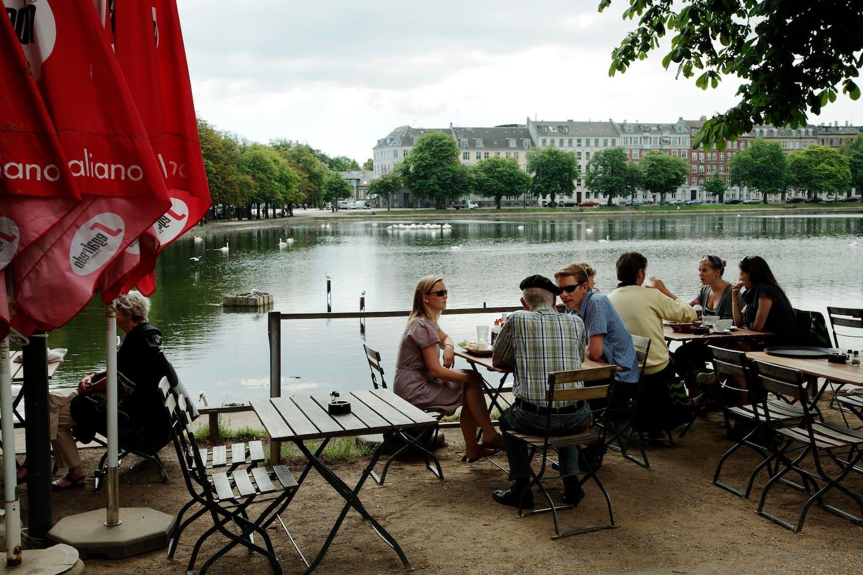 Den Franske cafe, som er lige når du går ud af døren.