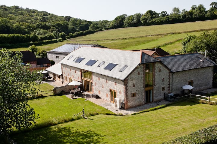 The Granary, Pitlands Barns