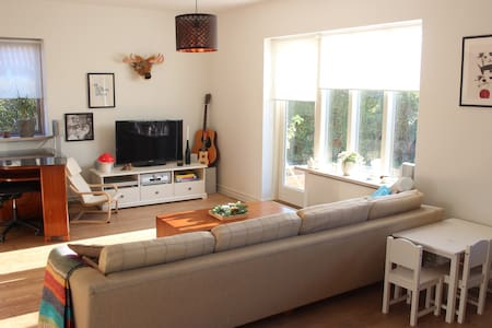 Cozy 140m2 family house 2 km from Odense Centrum. - Odense