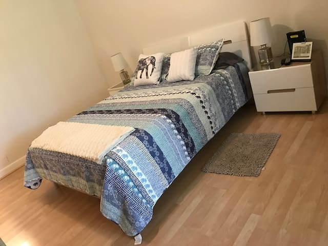 Private and cozy bedroom with parking - Coconut Creek - Apartment