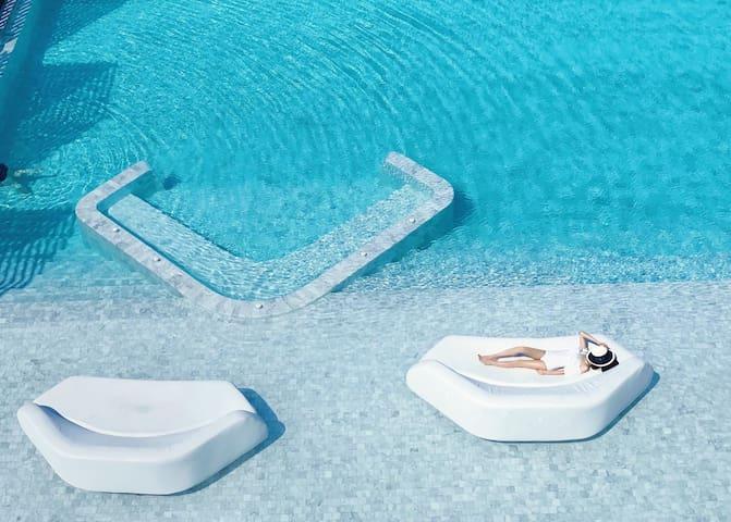 60Veranda/Pattaya最美沙滩/instagr潮人打卡胜地/临海泳池/中天夜市/螃蟹餐厅