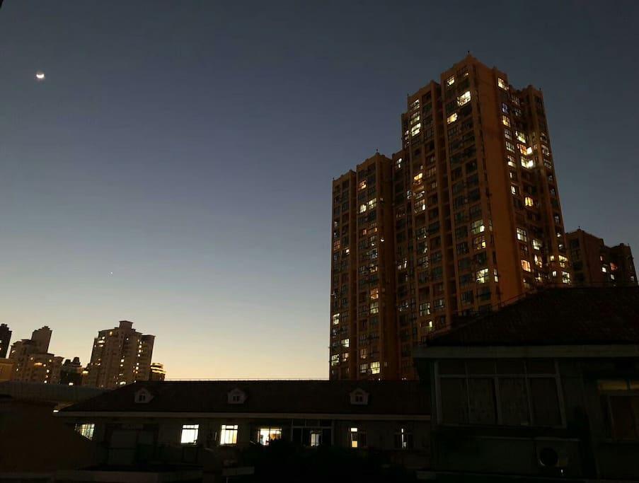 小区周围夜景(摄于18.04.20)