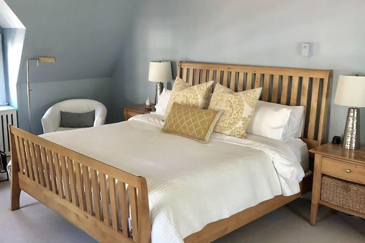 Elegant and spacious private floor suite