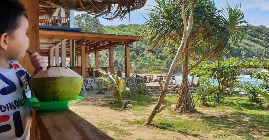 Alfa momong beach restaurant and  bungalows