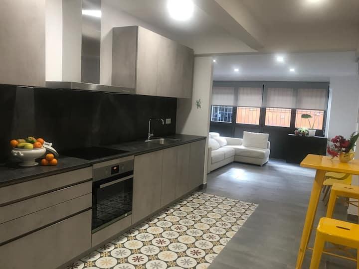 Big renovated apartment in cozy Gracia