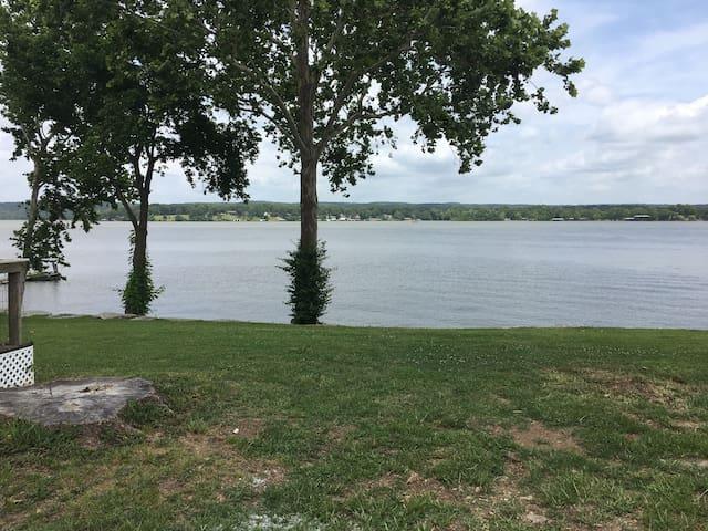 Little Cabin overlooking  beautiful Grand Lake