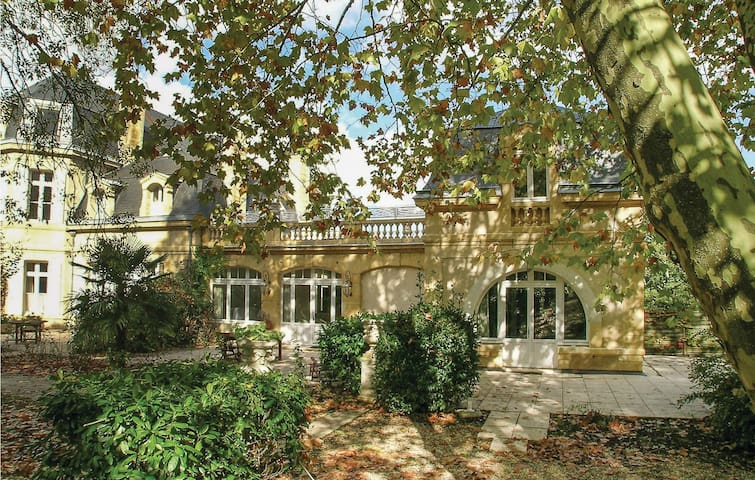 Semi-Detached with 4 bedrooms on 158m² in Monbazzillac