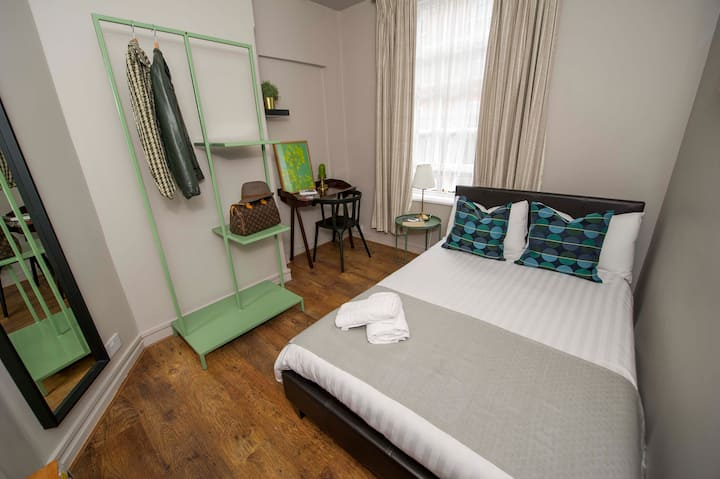 Cozy Room in central london *12