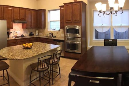 Safe and Clean 3 bedroom house - Cypress