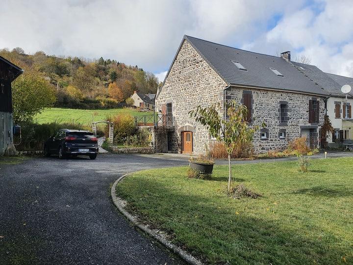Belle maison en pierres de 170 m² proche d'Orcival