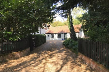 ★ Lodge Cottage@Scoulton ★ - Private Terrace