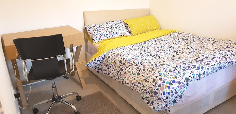 Double Room In Northampton Town Centre